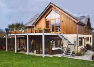 Extension de maison en bois par le toit